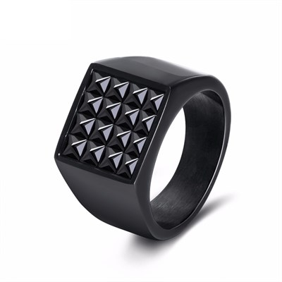 PYRAMID TITANIUM RING